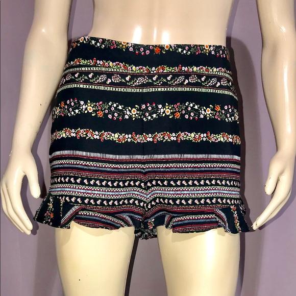 LOFT Pants - LOFT * Stacked Print Ruffle Shorts/ size (6) NWOT
